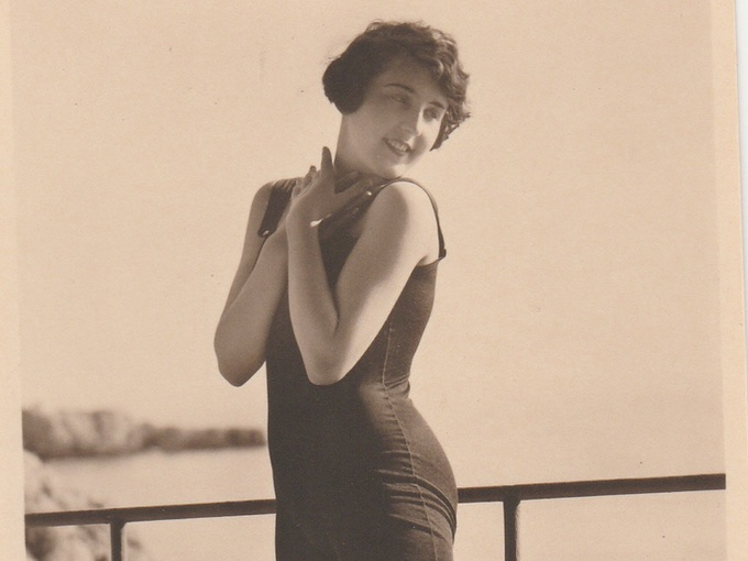 1930s French Bathing Beauty Pin-Up — Photo Postcard (2 of 2)